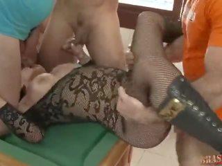 Brasileirinhas - giovane valente apostou a mulher bruna ferraz na sinuca