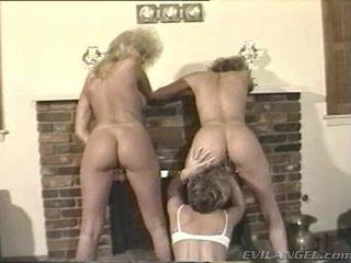 Lesbos απολαύστε δάκτυλο και toying holes σε thowdys τρία μερικοί