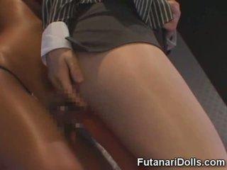 Futanari fucks meitene uz a klubs!