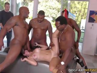 Birthday gangbang met sexy mam alana cruise: gratis porno 74