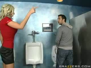 Purjus milf sucks sisse wc!