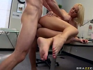 Filthy White Playgirl Krissy Lynn Enfuns The PLeasure Of Being Jizzed After A Fuck
