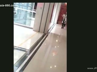 Китайски момичета вървя към toilet.4