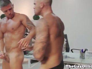 Tattooed muscular colleagues anaal neuken