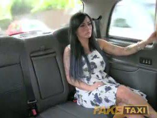 Fake taxi seksual masseuse gets fucked on maşyn bonnet