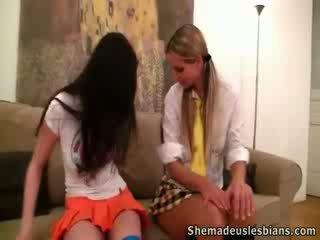 Rima et nora baise en leur teacher's lieu.