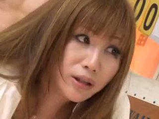 Dögös japán bevállalós anyuka maria yumeno