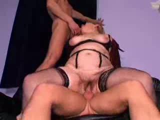 Fiery redheaded oma sluts nehmen auf heiß gruppe sex