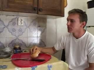 Abuelita hardcore follada en la cocina vídeo
