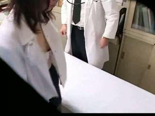 Azijietiškas gynecologist fucks jo pacientas apie vujaristas spycam