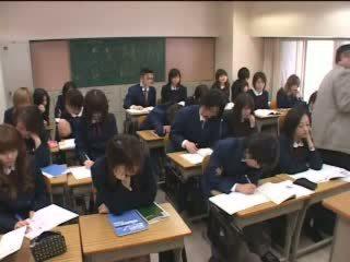 日本語 十代の若者たち のmake 愛 とともに 手 で 教室 ビデオ