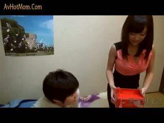 Príťažlivé japonské mama 39 podľa avhotmom