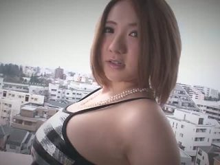 Alice ozawa gives une japon pipe et fucks two guys