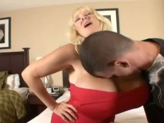 Hugetits 成熟 家庭主婦 enjoying 一 脂肪 陰莖