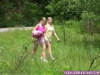 Xxx lésbica pussys apanhada confecção fora uncovered ao ar livre