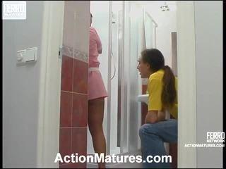 ベッドの中でポルノの女の子と男性, porn in and out action, 成熟したポルノ