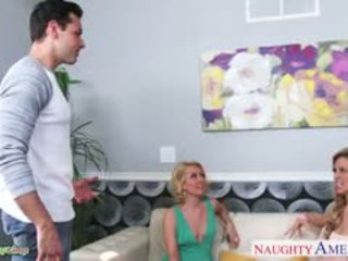 Sexy pulcini aaliyah amore e cherie deville sharing cazzo