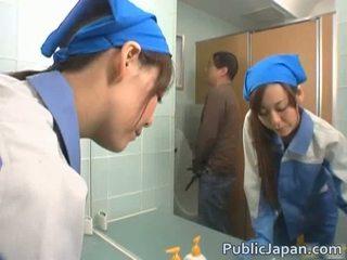 एशियन executive गर्ल गड़बड़ में एक पब्लिक बस फ्री वीडियो