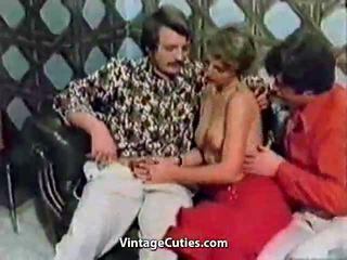 chupar, sexo en grupo, paliza