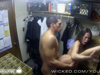 I keq - kalina ryu gets fucked në the closet