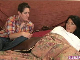 Zoey holloway et kat passer la jour en lit