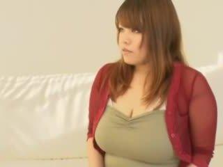 Gemuk warga asia gadis dengan besar payu dara