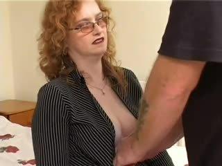毛茸茸 苍白 红发 奶奶 gets 性交