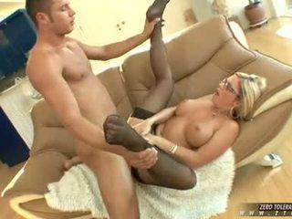 Bitchy 热 ahryan astyn gets 一 丰富 spurt 的 公鸡 cream 上 她的 脸