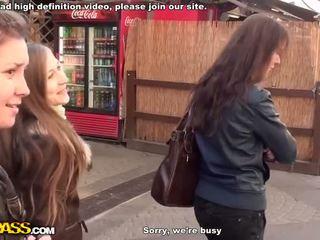 Qirje dhe marrjenëgojë në publike banjo video