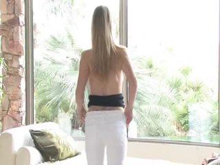 Danielle acquires undressed potem uses ji igrače na ji vagina