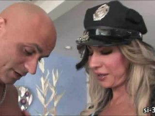 Domme tranny policajt ariel everitts fucks guy