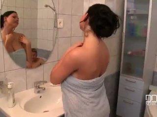 Sappig boezem vrouw douche video-