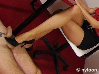 Nylon pantyhosed secretária gives punheta com o sapato e punheta com os pés