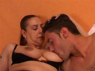 Abuelita gives un sexo lesson a su joven lover: gratis porno 66