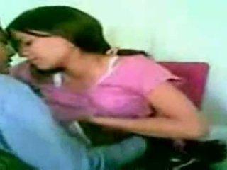 Desi έφηβος/η ζευγάρι γαμήσι στο σπίτι σε absence του par