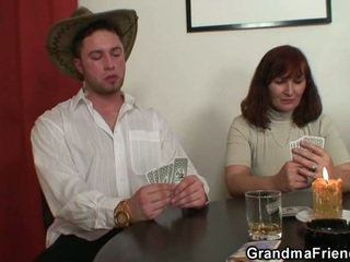 Strip poker leads à dur plan a trois