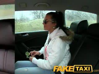 Faketaxi 热 19 年 老 在 taxi cab scam