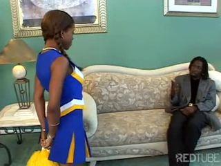 ผู้หญิงผิวดำ เชียร์ลีดเดอร์ slammed ยาก ดังนั้น ร้อน