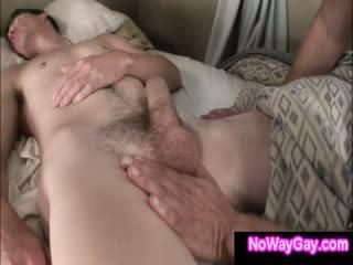 Gay roommate touches sommeil hétéro ami
