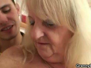 Ő screws szőke nagymama -ban fekete harisnya