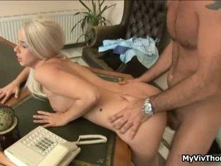 Nadržané blondýna chutné kurva gets ju tesné