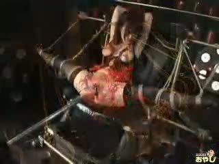Gemeen aziatisch teef gets tortured in de donker kerker