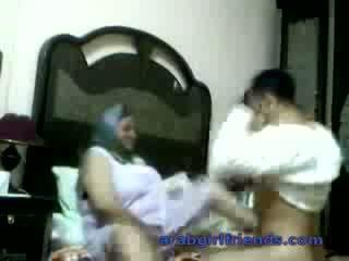 I eksituar arab çift i kapuri qirje nga spiun në hotel dhomë