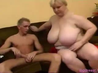巨大な 乳房 ベイブ gets ファック バイ a 良い 見える guy