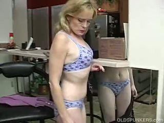 Super 섹시한 이전 여자 이다 그래서 뿔의 그녀 has 에 masturbate