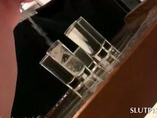 Slutty סקס עבד filling five משקפיים עם שלה