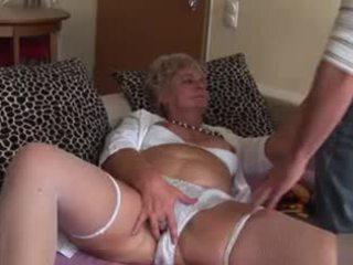 Amatir anal perempuan tua - sangat menjijikan!