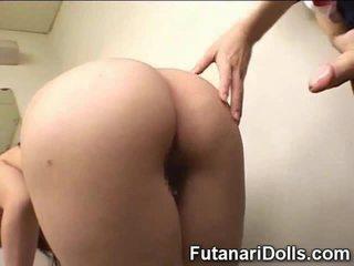 Futanari cums επί κορίτσι του σχολείου!