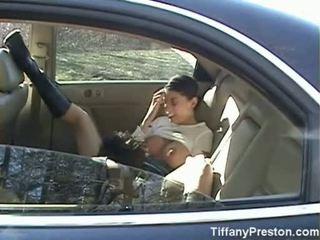 Tiffany preston raušana no un nepieredzējošas dzimumloceklis uz atpakaļ sēdeklis no automašīna