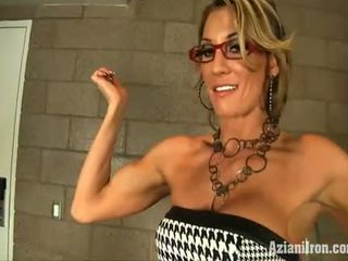 Hot Muscles Milf Strips Off Her Dress To Show Her Muscles